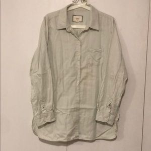 Great condition button down shirt.